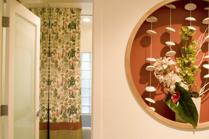 Midcentury-Polynesian-bathroom-niche-bathe-linda-allen-designs