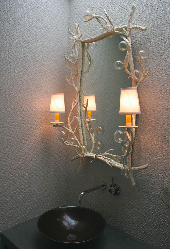 Oceanside-powder-room-bathe-linda-allen-designs