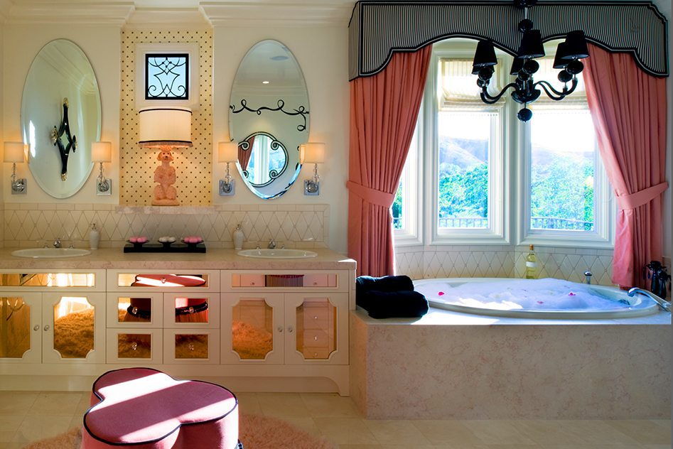 Parisian-bathroom-bathe-linda-allen-designs
