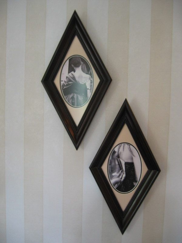 linda-allen-designs-pasadena-showcase-Ingenue-bedroom-sleep-vintage-frames