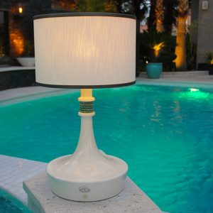 Bracelet-wireless-outdoor-table-lamp-Live-anywhere-inc